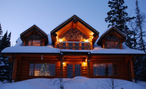 Log Home built by DBD Log homes in the winter